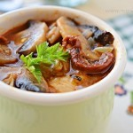 Gulasz drobiowy z pieczarkami i suszonymi pomidorami