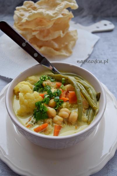 Warzywne curry z ciecierzycą