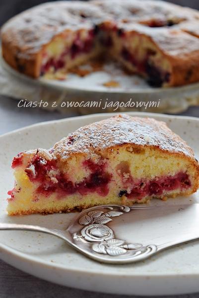 Ciasto z owocami jagodowymi